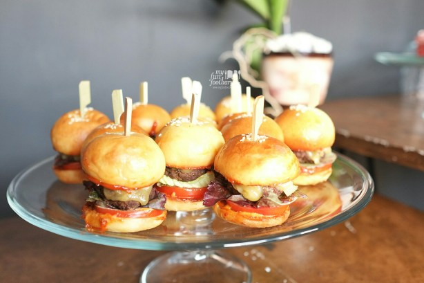 Mini Burgers at BART Artotel by Myfunfoodiary