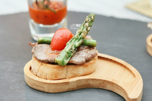 Wagyu #7 with Baby Asparagus at 33 Degree Skybridge Lounge by Myfunfoodiary
