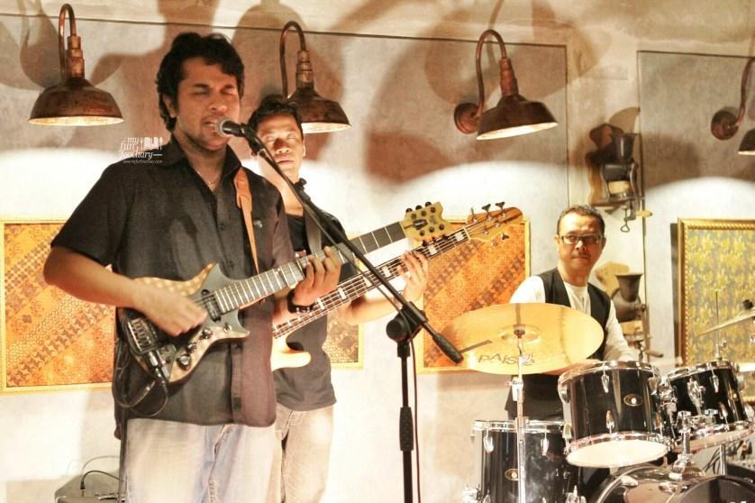 Great Live Music Performance by Balawan at Petani Restaurant Ubud by Myfunfoodiary
