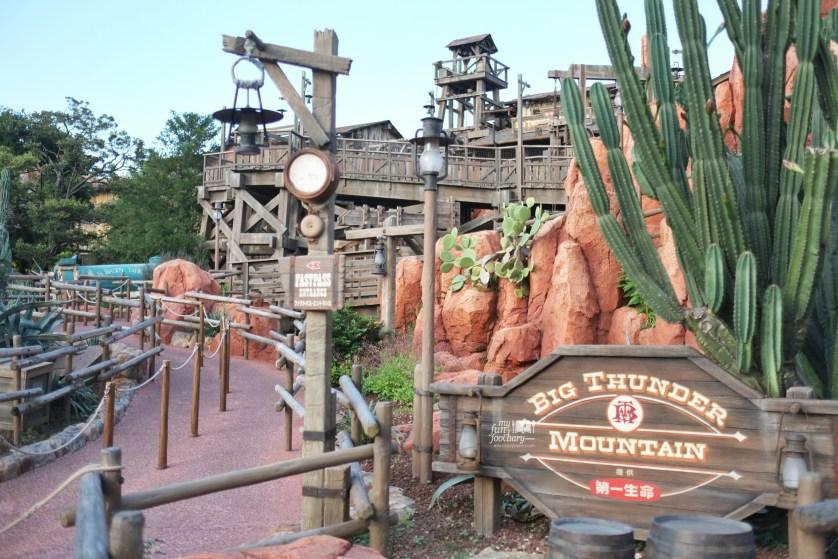 Big Thunder Mountain at Tokyo Disneyland by Myfunfoodiary