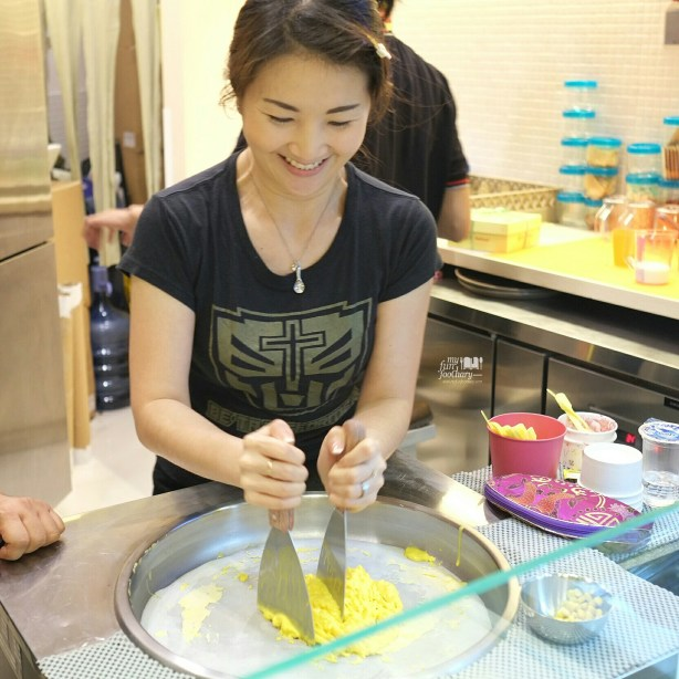 Having fun making ice cream at Noizu Toku Toku by Myfunfoodiary