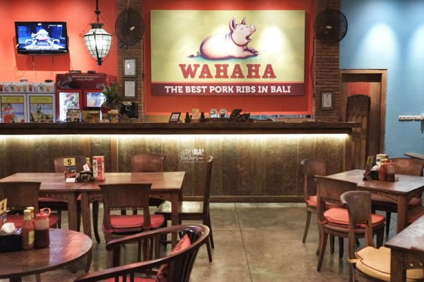Night ambiance at Wahaha Pork Ribs Bali by Myfunfoodiary 01