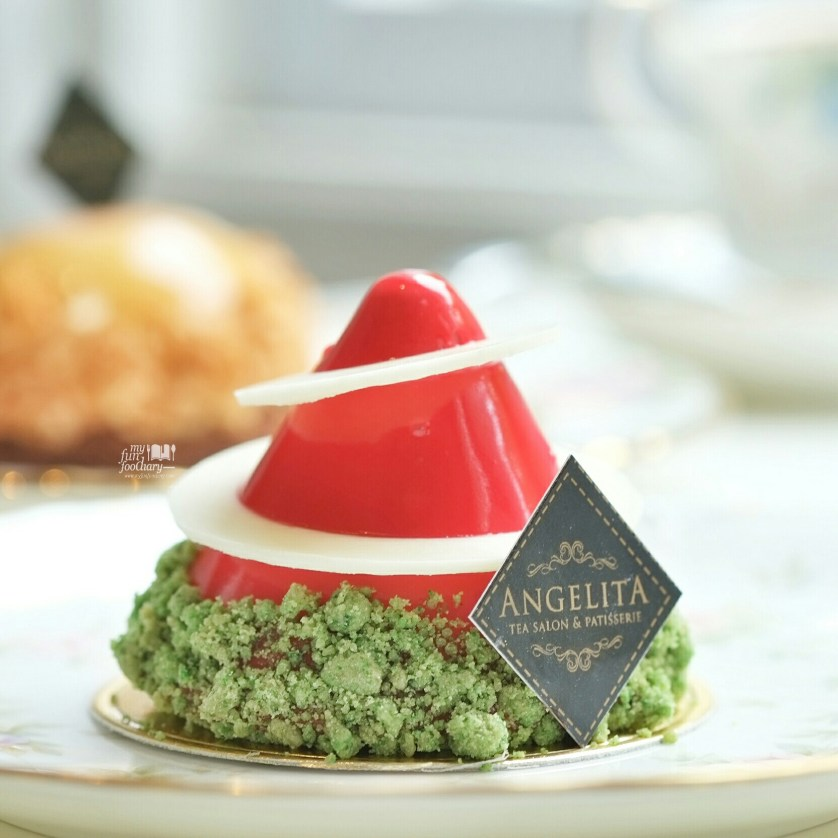 Santa Hat at Angelita Patisserie by Myfunfoodiary 03