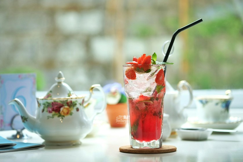 Strawberry Mojito at Angelita Patisserie by Myfunfoodiary