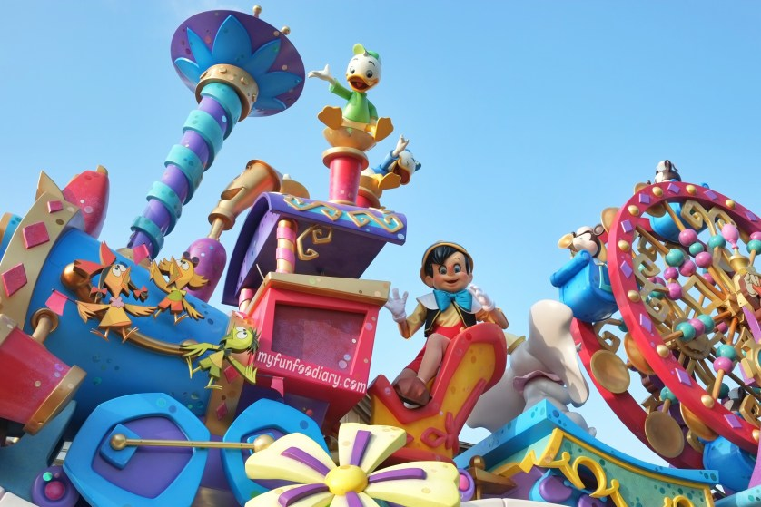 Tokyo Disney Parade July 2014 by Myfunfoodiary 01