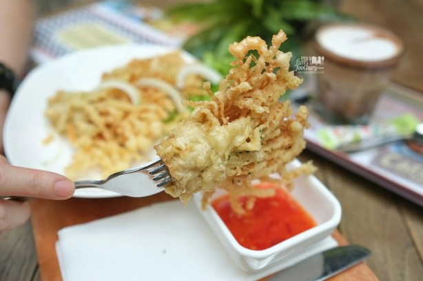 Crispy Enoki and Onion at Honey and Me Coffee Eatery by Myfunfoodiary 02