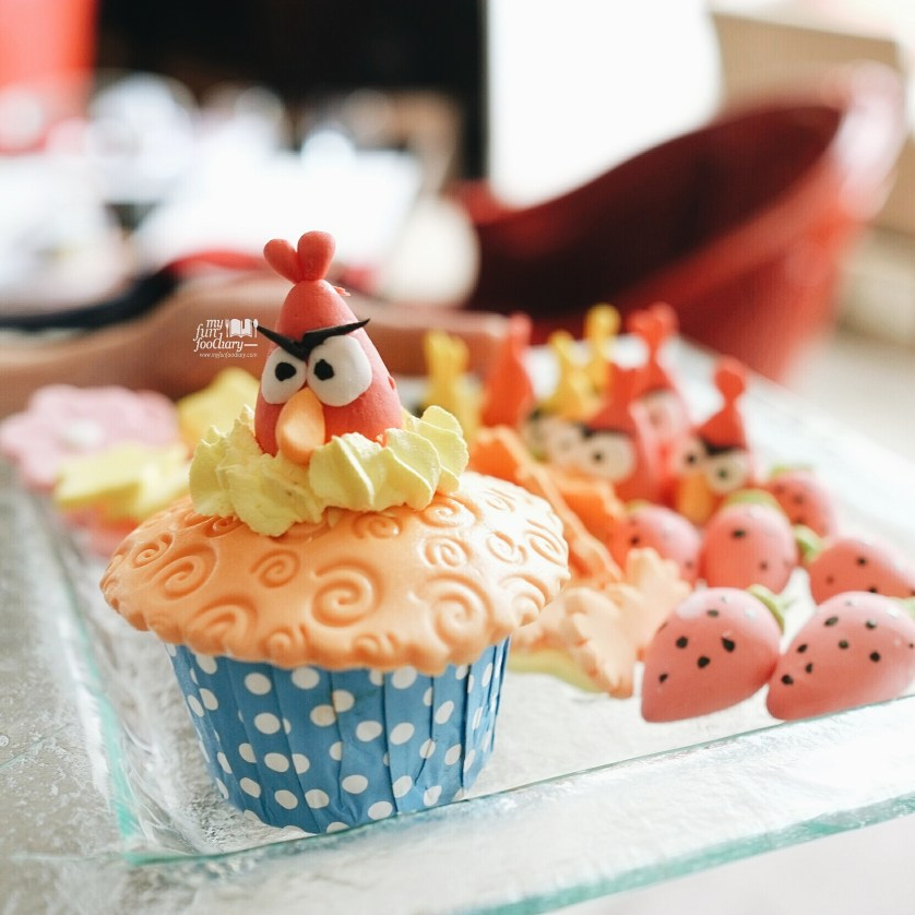 Angry Bird Cupcake at Rosso Shangrila Jakarta by Myfunfoodiary