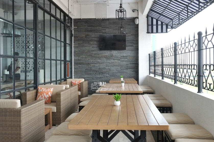 Outdoor Area at Clique Kitchen and Bar by Myfunfoodiary