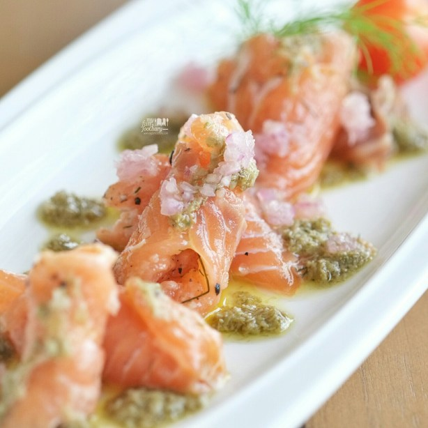 Salmon Gravlax at at Clique Kitchen and Bar by Myfunfoodiary 02