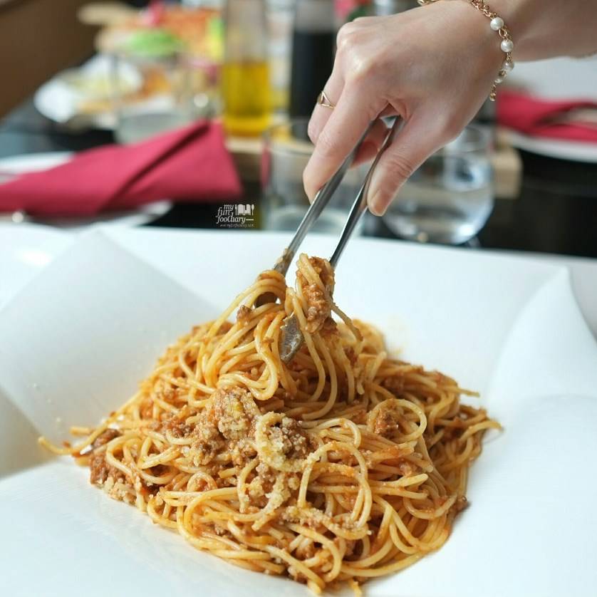 Spaghetti Bolognese at Rosso Shangrila Jakarta by Myfunfoodiary