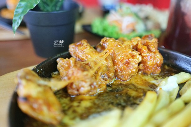 Spicy Chicken Wings with Cheese at Pat Bing Soo Korean Dessert by Myfunfoodiary 02
