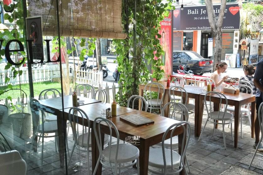 Suasana Eat Well Bali by Myfunfoodiary.jpg
