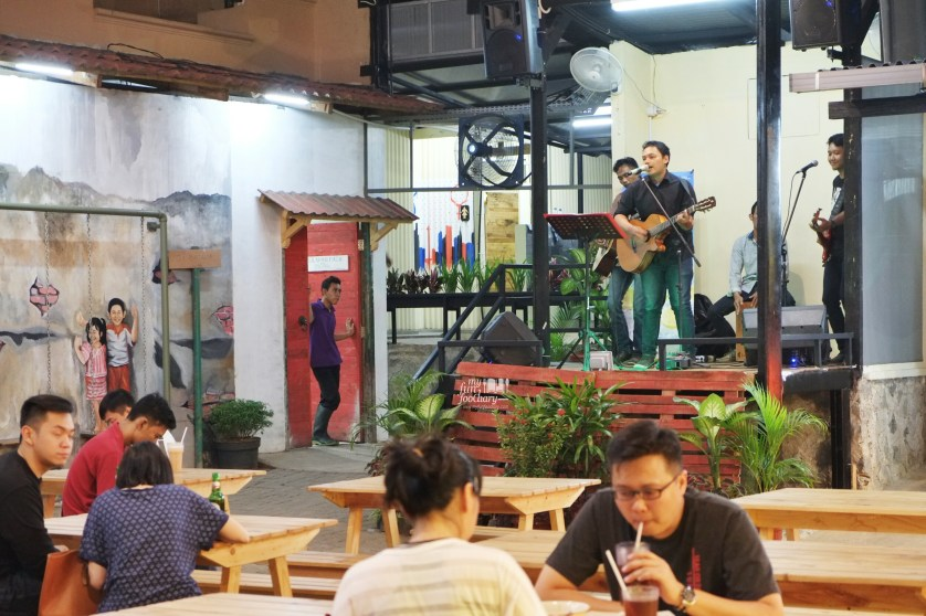 Live Band di Seven 8 Nine Food Centre Kedoya by Myfunfoodiary