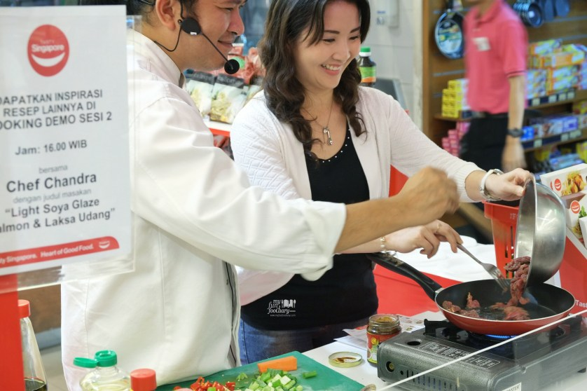 Mullie and Chef Chandra making Black Pepper Beef at Tasty Singapore Event by Myfunfoodiary