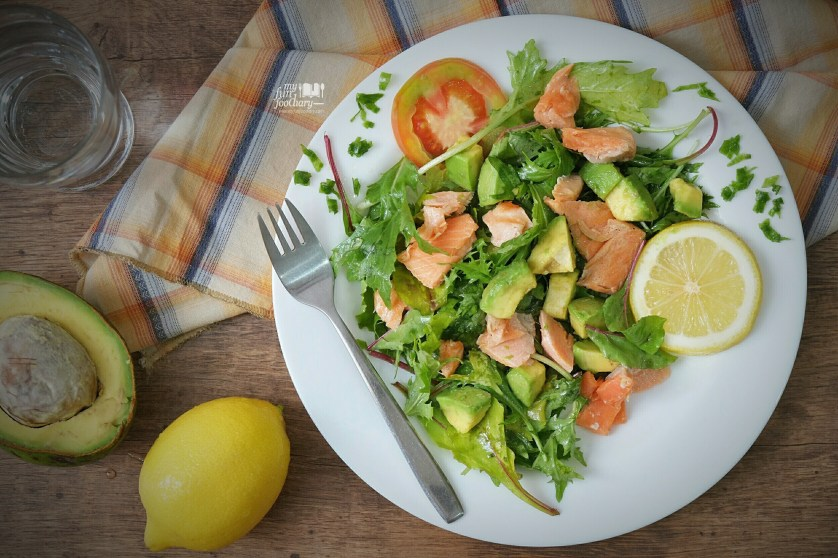 Pan Seared Salmon Salad with Lemon Dressing at home by Myfunfoodiary 02