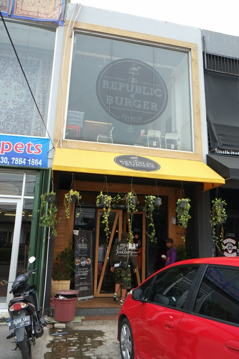 Tampak Depan The Republic of Burger Kemang by Myfunfoodiary