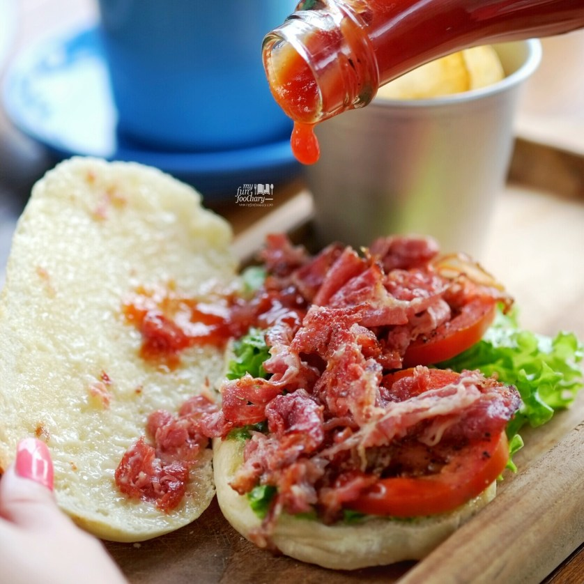 Beef BLT Sandwich at Brown Bag Kemang by Myfunfoodiary 03