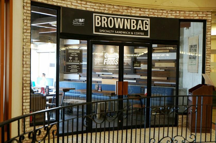 Tampak Depan Smoking Area Brown Bag Kemang by Myfunfoodiary