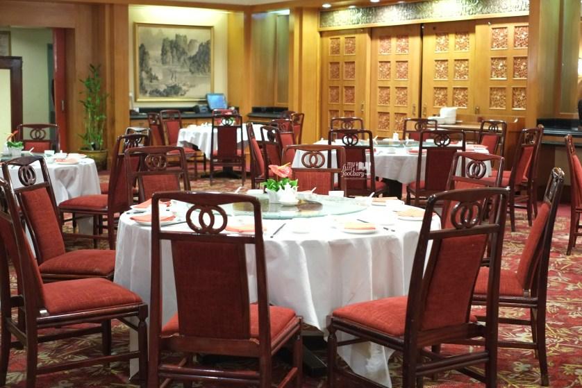 Ambiance at Shang Palace Restaurant Surabaya by Myfunfoodiary 01