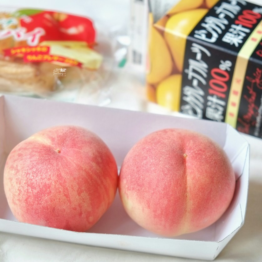 Awesome Japanese Peaches bought from AEON Tokyo by Myfunfoodiary 01
