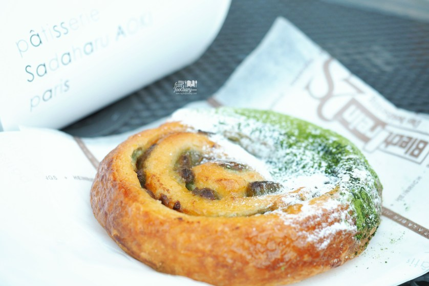 Pain Au Macha Azuki at Patisserie Sadaharu Aoki Paris by Myfunfoodiary 03a