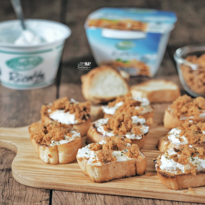 Toasted Bread with Beef Floos and Ricotta Cheese by Myfunfoodiary