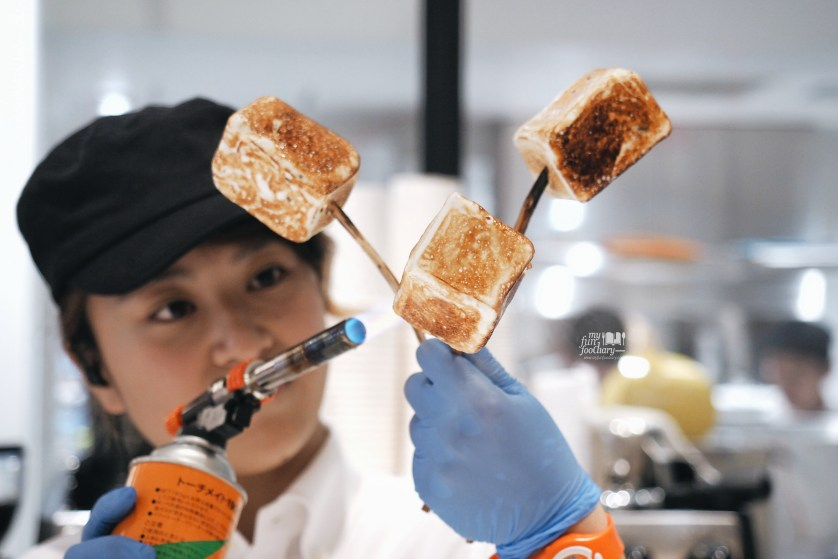 Frozen Smores torched process at DAB Tokyo by Myfunfoodiary