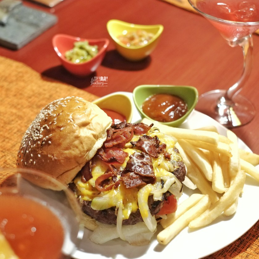 Black Jack Burger at Desperados by Myfunfoodiary 01