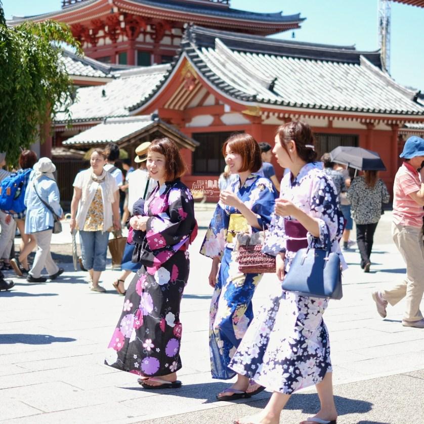 Japanese Girls Spotted at Asakusa Tokyo by Myfunfoodiary