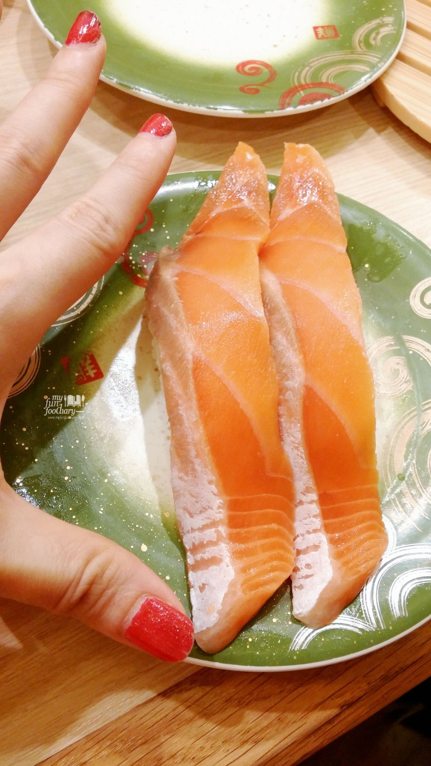 Long Salmon Size for my Salmon Sushi at Toriton Kaitensushi