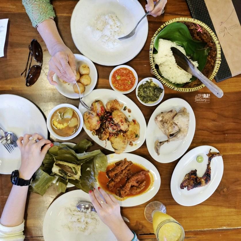 Sundanese Food for Lunch at Dapoer Pandan Wangi by Myfunfoodiary