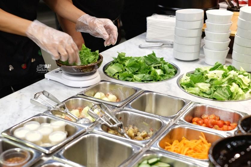 Preparing Caesar Salad at The Kitchen Pizza Hut by Myfunfoodiary