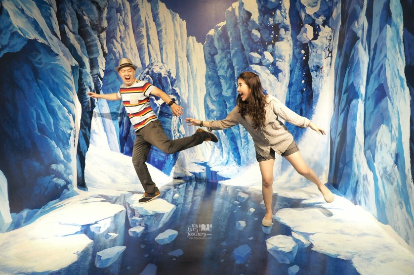 Ice Cliff at Trick Eye Museum Singapore by Myfunfoodiary
