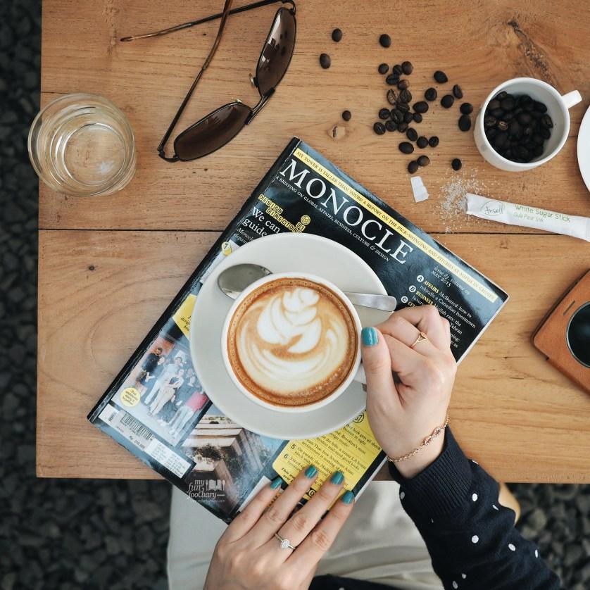 Hot Latte at Kopi Manyar by Myfunfoodiary