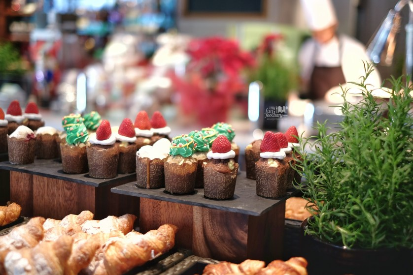 Pattisserie and Cupcakes area at The Waterfall Shangri-La Singapore by Myfunfoodiary