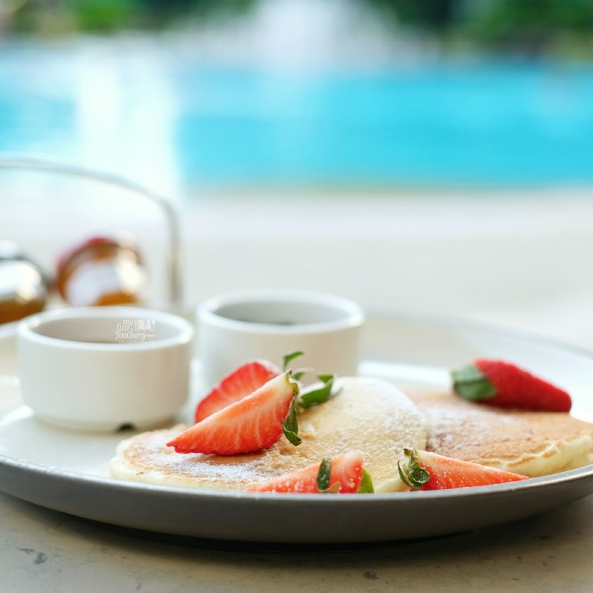 Strawberry Pancake at The Waterfall Shangri-La Singapore by Myfunfoodiary