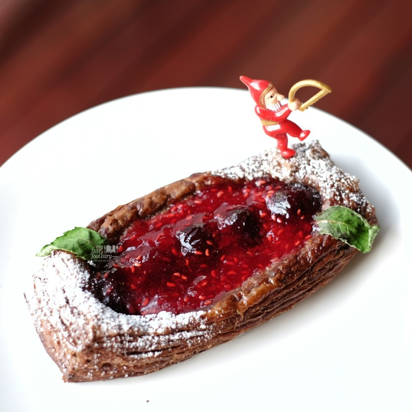 Xmas Danish Berry at Del' Immo Patisserie and Cafe by Myfunfoodiary -1