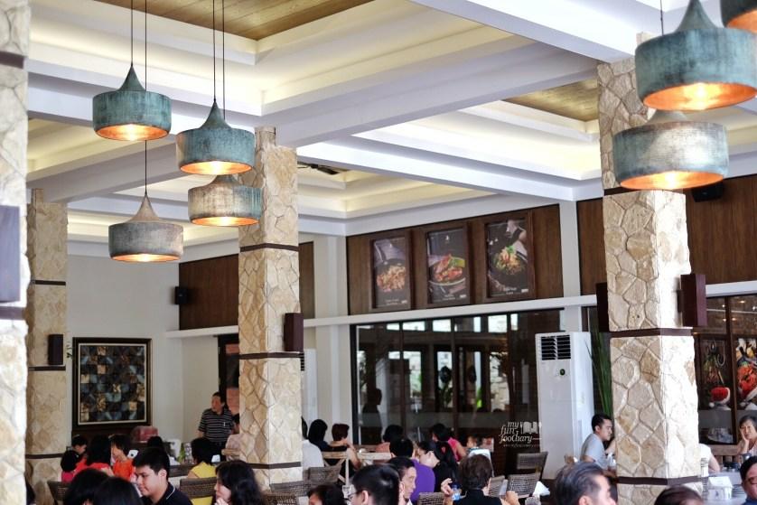 Cozy Modern Ambiance at Layar Seafood Jakarta by Myfunfoodiary 01