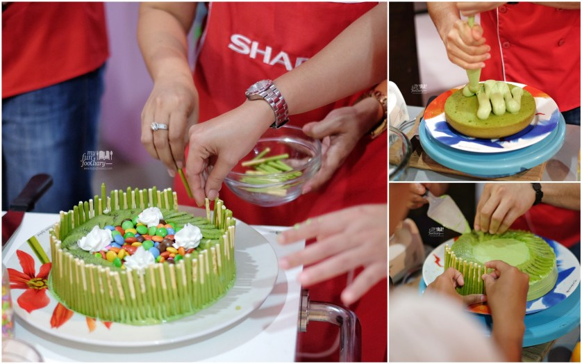 Decorating the matcha cake by Myfunfoodiary