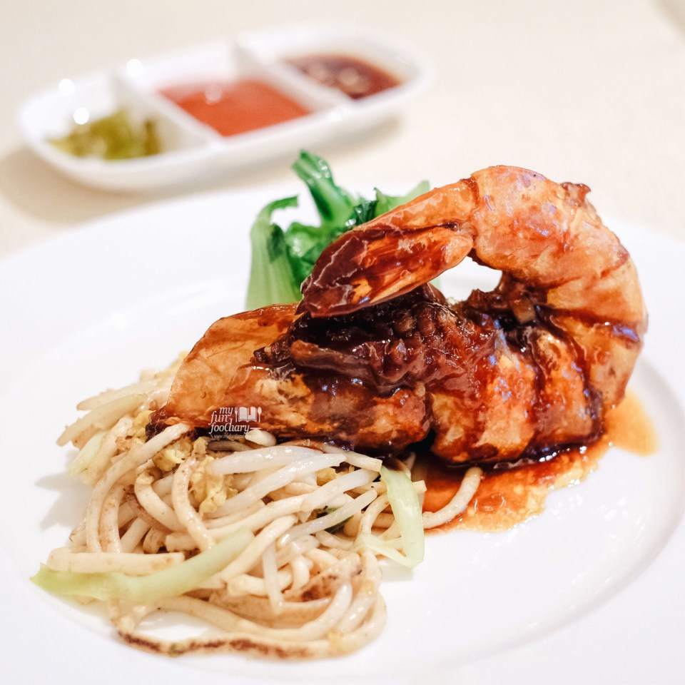 Fish Noodle with Pan-Fried King Prawn at Golden Peony Conrad