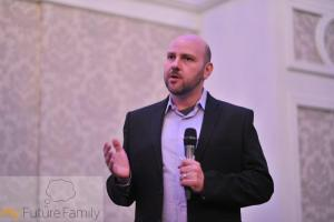 Nir from CReATe Fertility Centre Canada sharing 10 top tips
