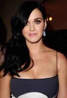 209694-katy-perry-katy-perry-cleavage-05-560x820