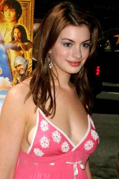anne-hathaway-ella-enchanted-premiere-3