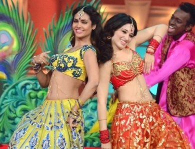 sd81sdrtmii7hgwz-d-0-esha-gupta-with-tamanna-bhatia-dancing-shooting-on-the-sets-of-humshakals-hasee-house-at-rk-studios-in-mumbai-2