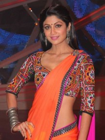 shilpa-shetty-in-traditional-kutchi-blouse-pattern-hot-navel-show-on-set-of-nach-baliye-6