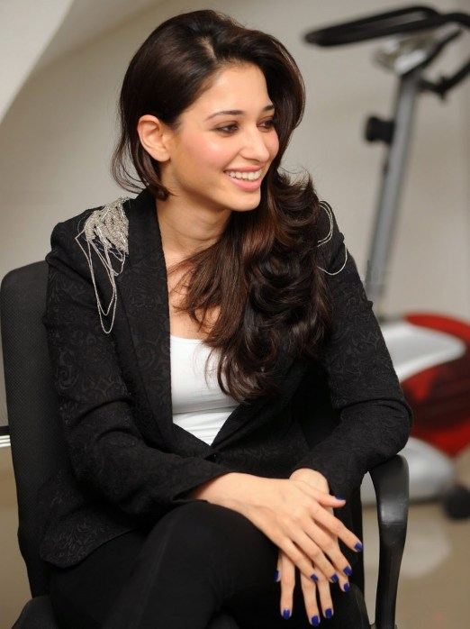 tamanna-bhatia-looks-absoloutely-ravishing-in-black-suit-4