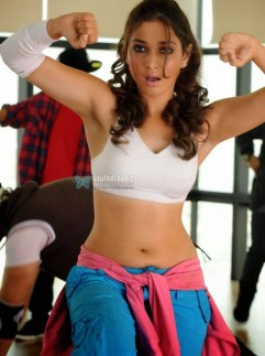 tamanna-in-rebel-movie-navel-show