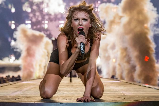 taylor-swift-hot-concert