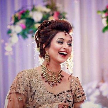 divyanka-tripathi-in-a-candid-shot-during-her-wedding-reception-201607-1468301610