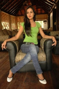 sonal-chauhan-photoshoot-gallery-in-tight-jeans-and-top4